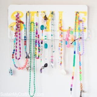 """There's my Necklace!"" Accessory Organizer"