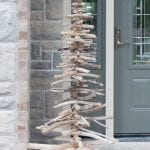 Driftwood Christmas tree plus other crafts to make with beach wood!