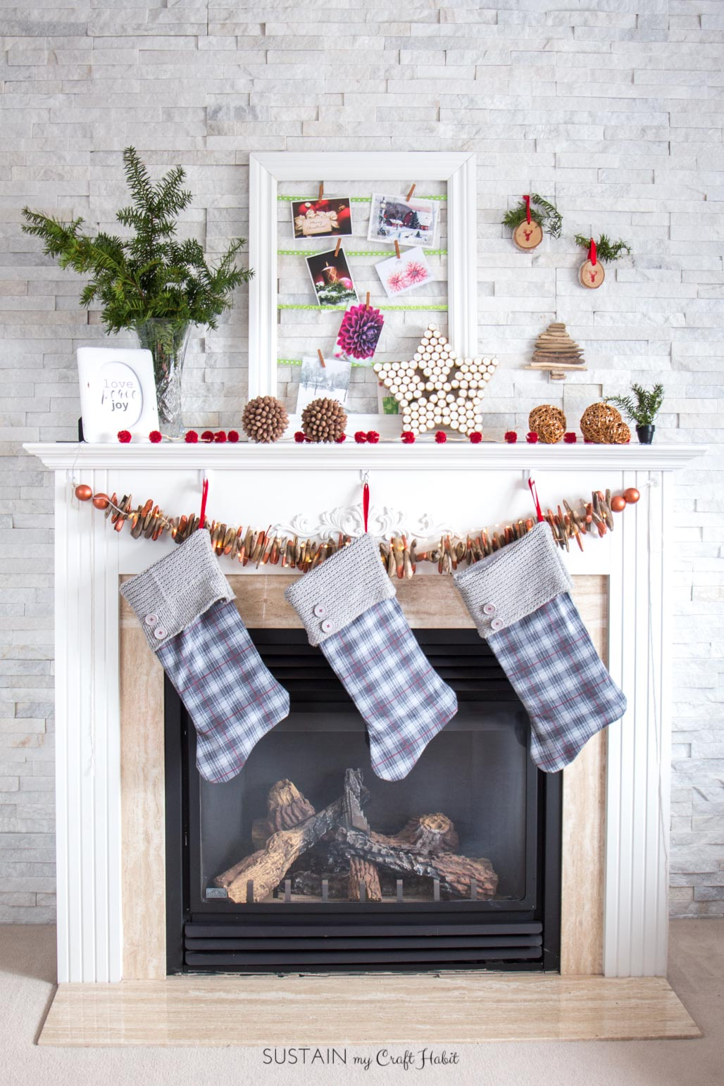 10 simple DIY ideas to make your own rustic Christmas mantle. Handmade holiday decorations, ornaments and crafts. #Christmasmantel #Christmasdecor #ornaments #RusticChristmas