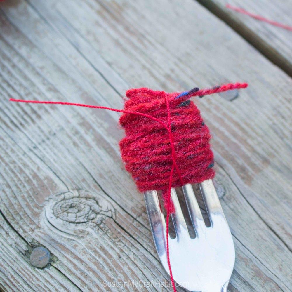 How to make a pom pom with yarn