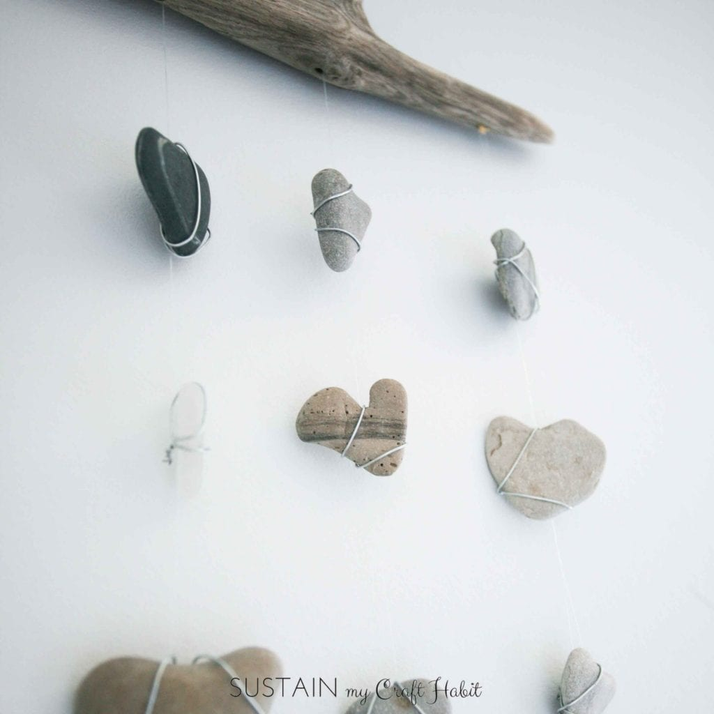 DIY nautical decor. Rustic wall hanging with driftwood, beach stones and seaglass. Video tutorial included!