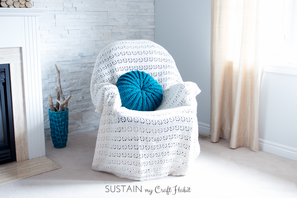 Pick up the free crochet pillow cover pattern for this coastal-inspired