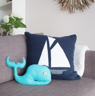 How to make a Nautical Throw Pillow with Felt Fabric: #12MonthsofDIY