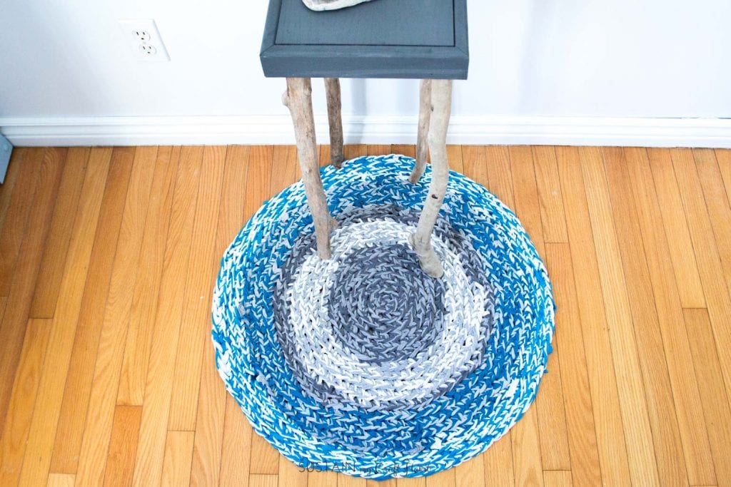 This Circular Rag Rug Diy Is Made Using Only T Shirt Yarn Following One Of Our Most Por Posts On How To Make The Whole