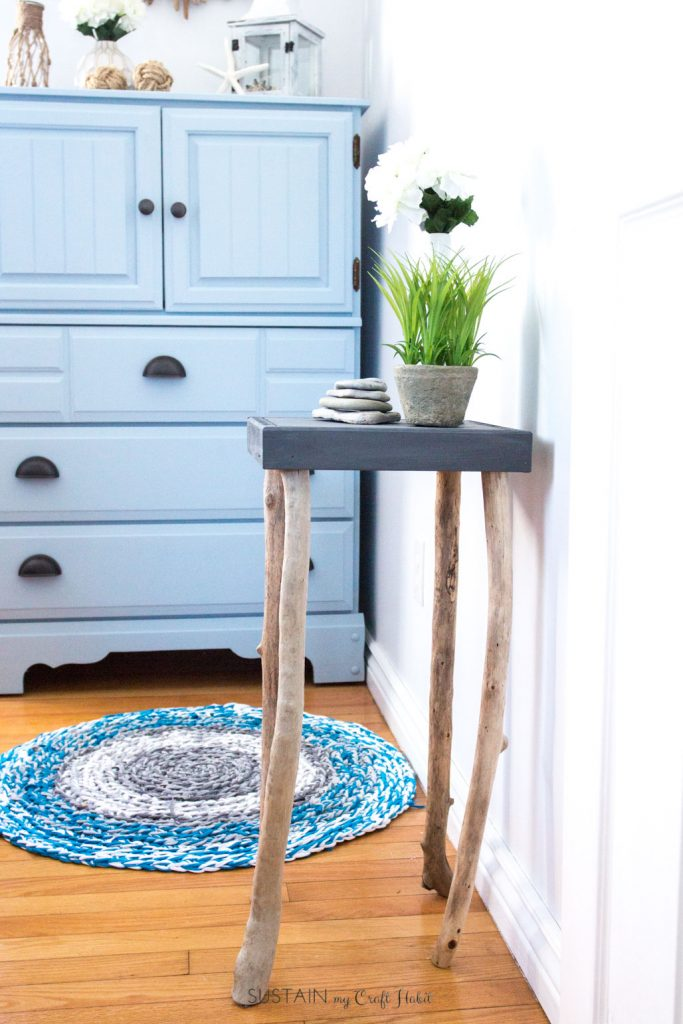 How to make a nightstand with driftwood legs plus over a dozen other driftwood craft ideas!