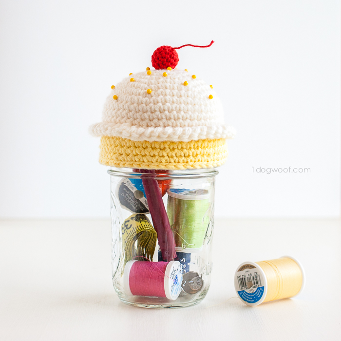 Cupcake crochet pincushion as a gift idea for the kids' teachers.