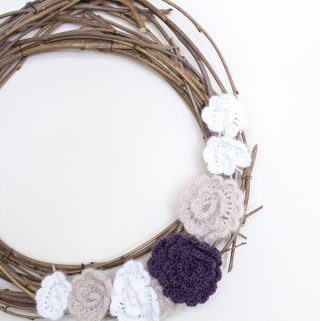 Make your own wreath for the spring and summer using branches from your yard. Free crochet flowers pattern too!
