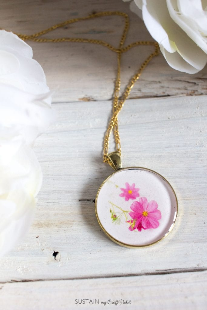 Resin crafts pendant