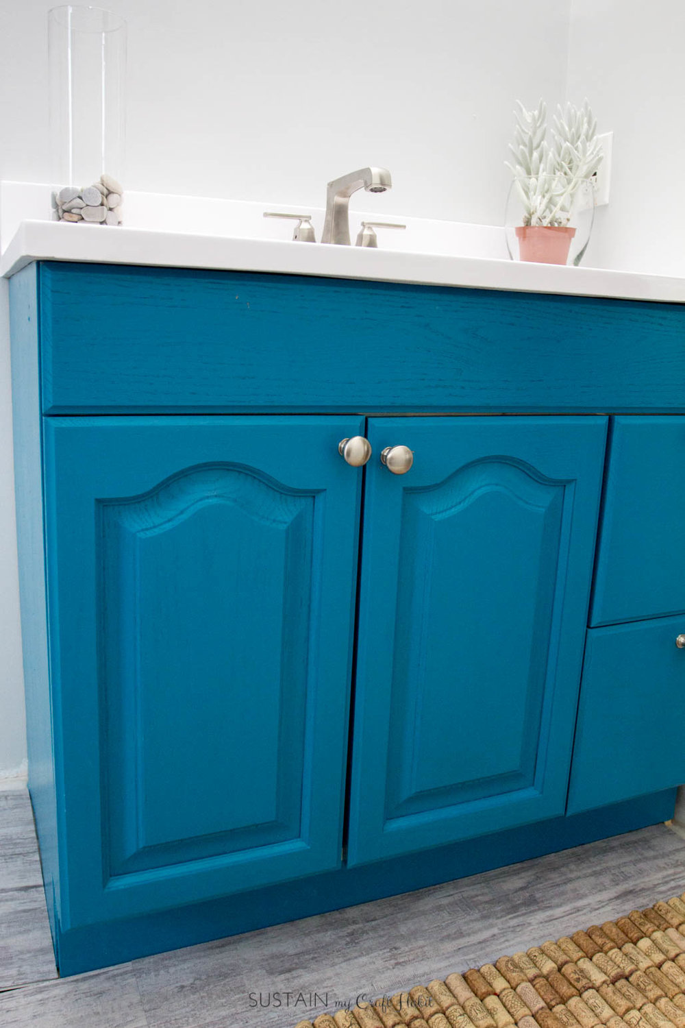 Step by step tutorial to give a coastal vibe to your old bathroom vanity.