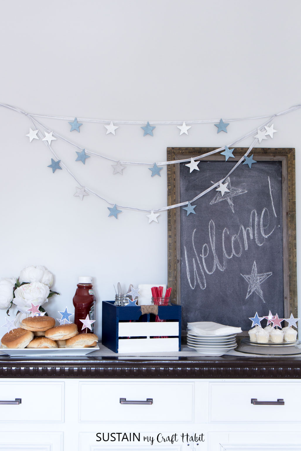 4 of July decorations including printable glitter star cake toppers and wood BBQ caddy