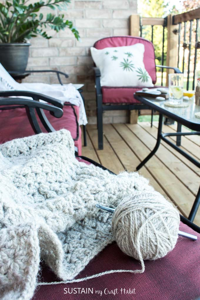 Crochet afghan pattern plus 11 other ideas for summer patio relaxation.