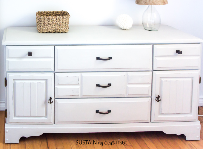 Give a dated, dark wood dresser a fresh makeover using Country Chic Paint. Full step-by-step tutorial for this furniture upcycling idea included!