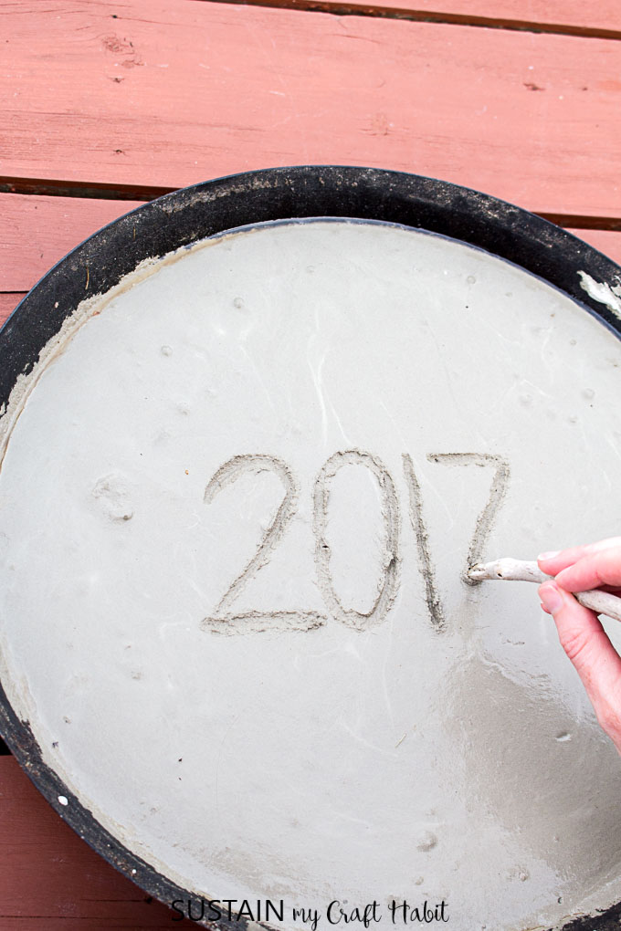 making a diy stepping stone