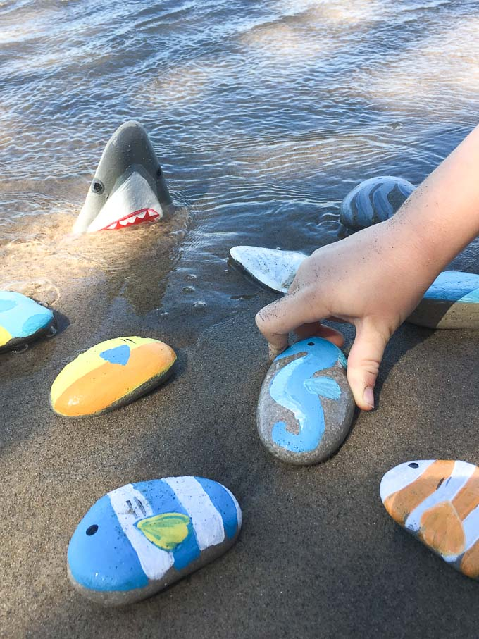 Painted rock sea creatures tutorial including sharks! Fun summer craft idea.