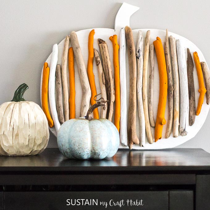 Handpainted driftwood pumpkin / Rustic autumn decor / Handmade fall decorating idea #pumpkins #diypumpkins