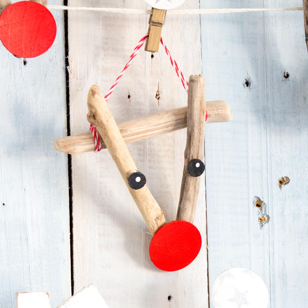 Adorable driftwood reindeer ornament as a beach house decorating idea
