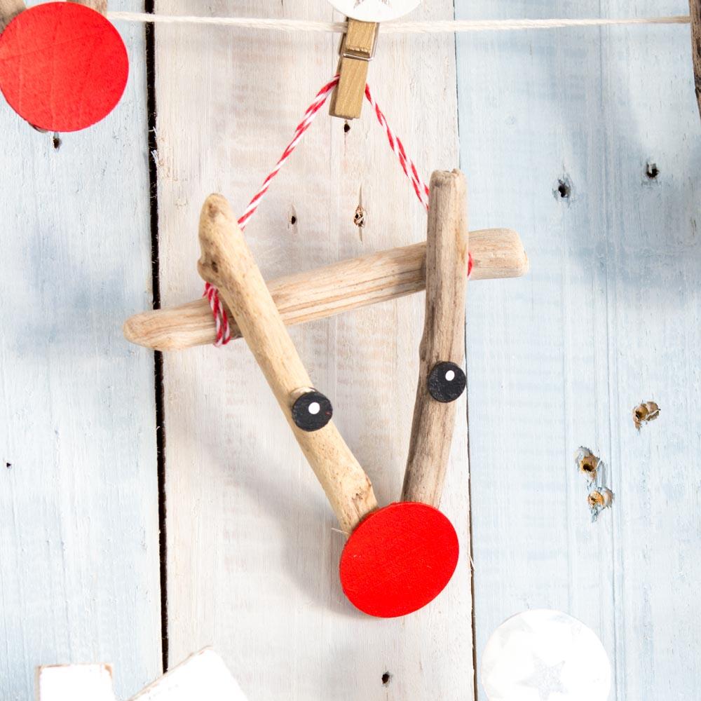 Adorable driftwood reindeer ornament as a beach house decorating idea