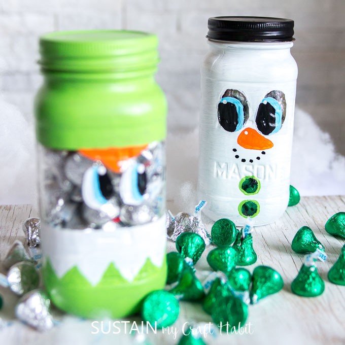 Adorable Christmas mason jars gift ideas . Handmade Secret Santa gifts under $10. DIY Mason jar snowman and elf tutorials. #masonjarcrafts