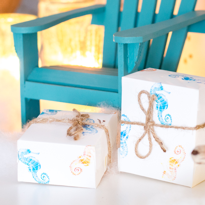 Coastal gift wrap | Seahorse printable gift wrap #CoastalChristmas