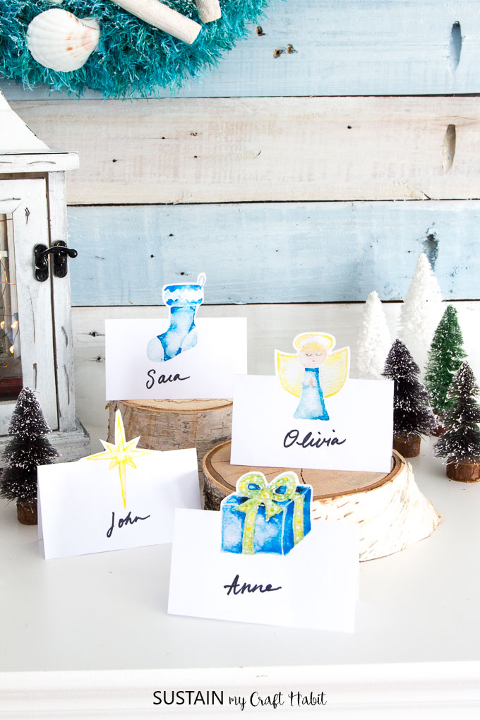 Free Christmas place cards printable | DIY holiday place cards | DIY christmas name cards free printable for table settings #Christmastablescape #Christmasdecor #placecards