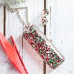 Beautiful handmade Christmas jewelry gift idea! Resin jewelry making ideas | DIY Christmas earrings gift ideas | How to make resin jewellery #resincrafts #resincraftsblog #diyjewelry|