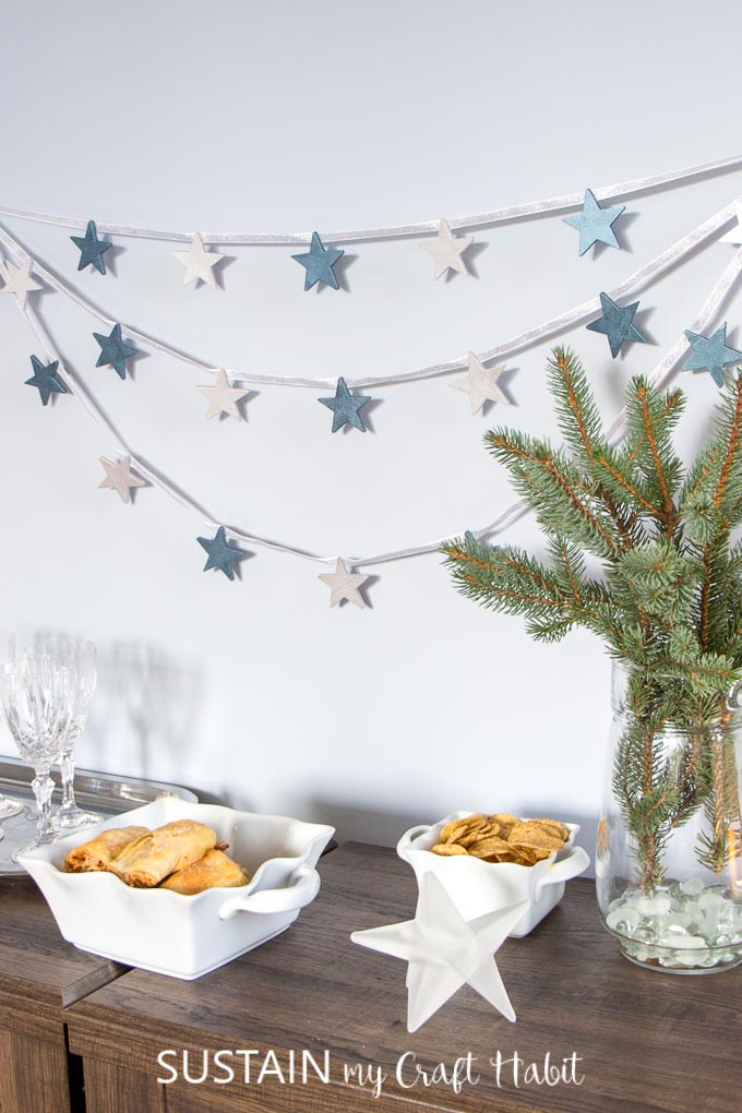 Winter decorating ideas with stars | Pretty winter decorations #winterdecor #holidaydecor