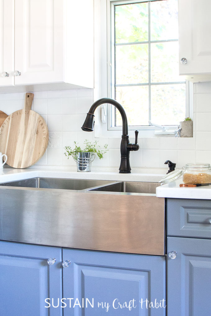 Coastal cottage kitchen featuring Venetian Bronze faucet from Delta Faucet Canada
