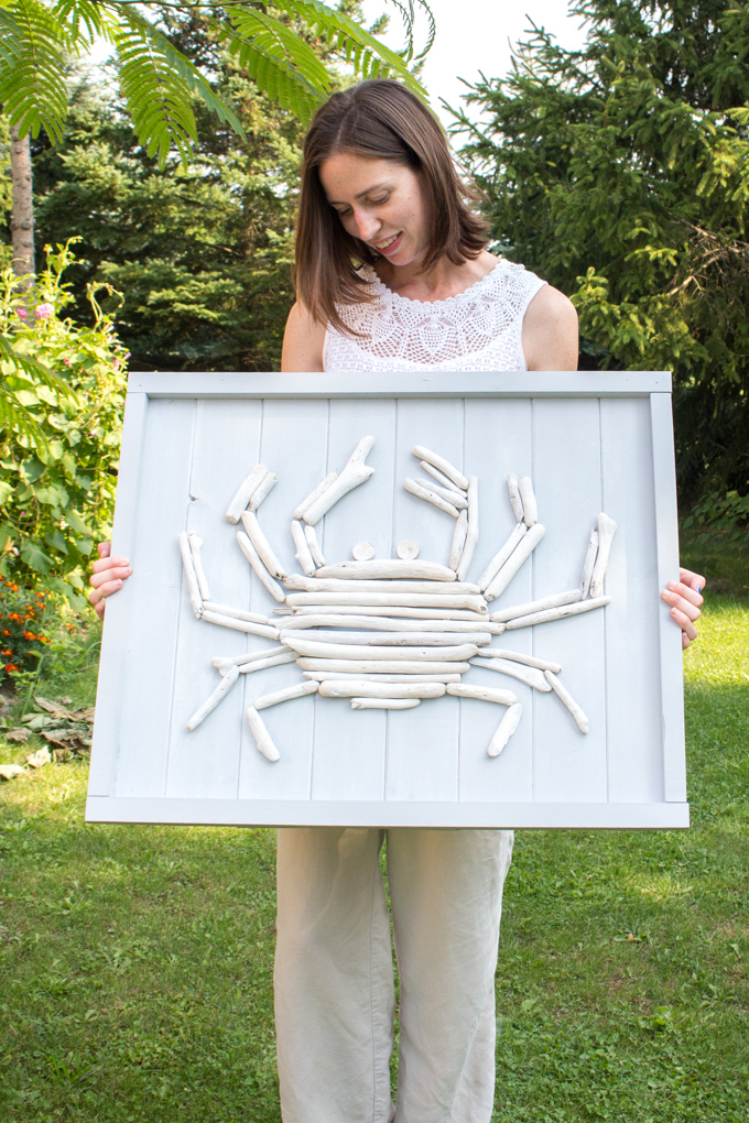 DIY driftwood crab sign as lake house decorating ideas