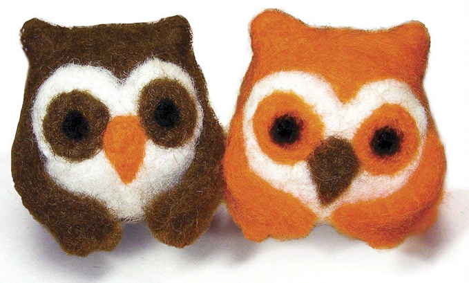 Adorable pair of owls to felt with a wool kit