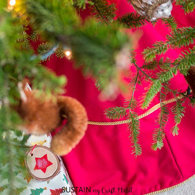 how to make a tree skirt for Christmas