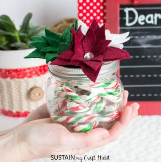 last minute DIY Christmas gift made from mason jar and felt fabric poinsettia