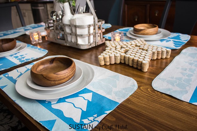 Tutorial for how to make placemats that are reversible for winter and Christmas