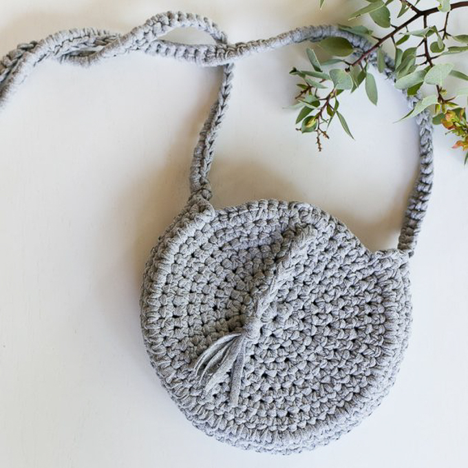 A crocheted handbag made with grey t-shirt yarn