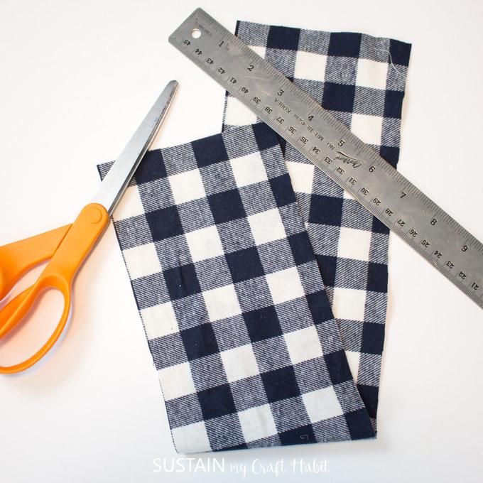 making a no sew scrunchie
