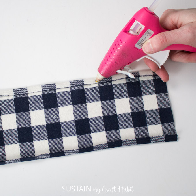 making a scrunchie with glue