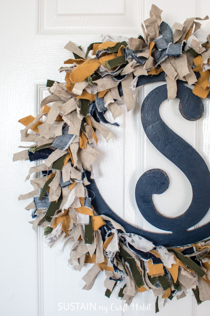 how to make a fabric wreath with scraps