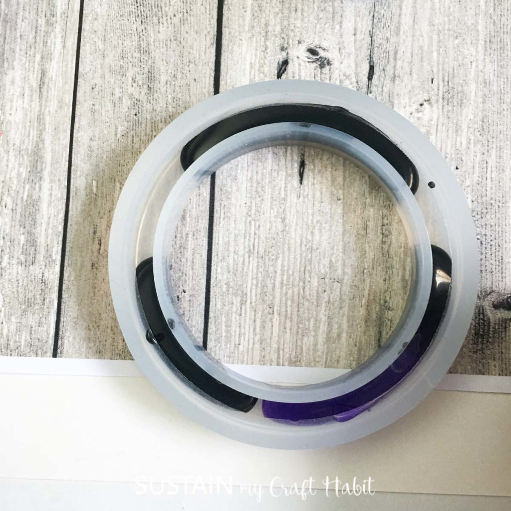 Adding some purple resin with the black resin in the bracelet mold.