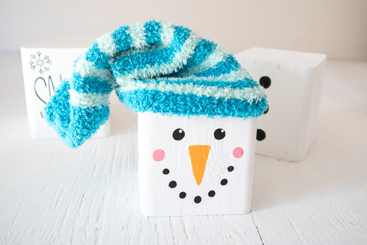 Adding a blue sock to the snowman head block.