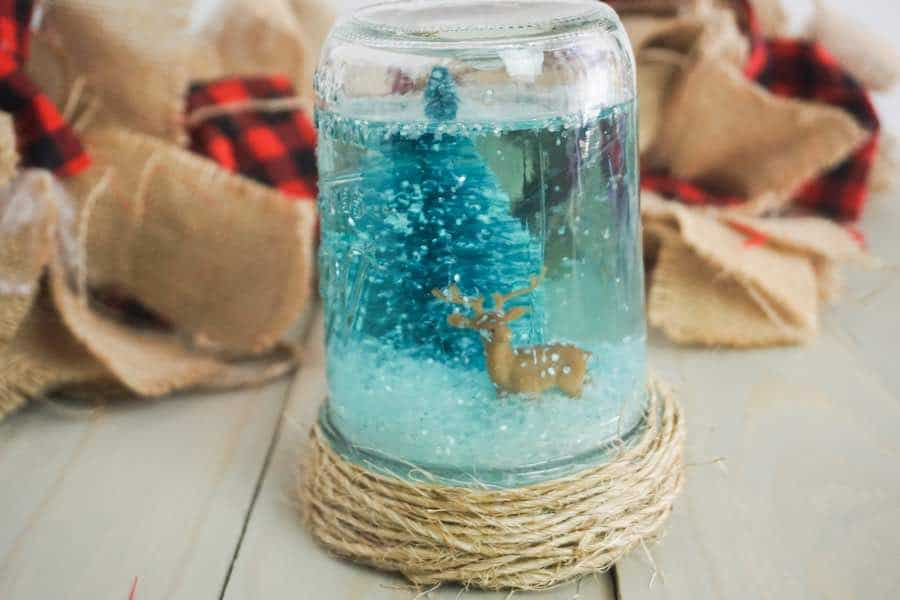 Mason jar Christmas crafts snow globe.
