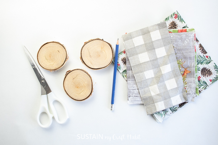 Wood slices, pencil, napkins and scissors.