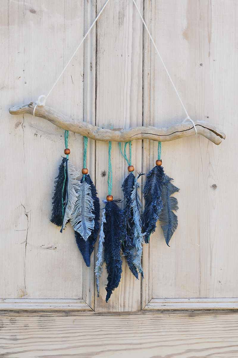Cool craft feather wall decor.
