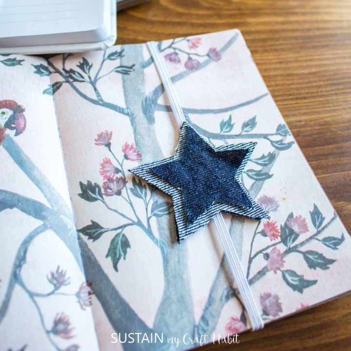 a single star elastic bookband wrapped around a small journal