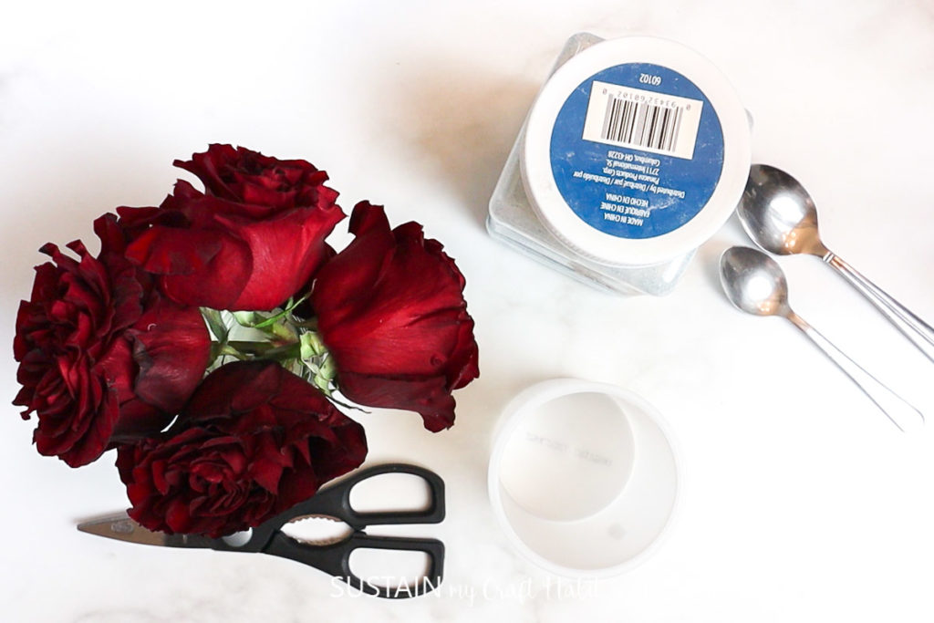 materials needed to dry roses using silica crystals