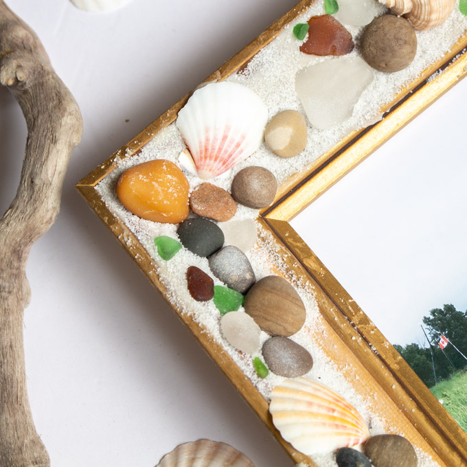 Close up of the beachcombers picture frame with EasySculpt epoxy.