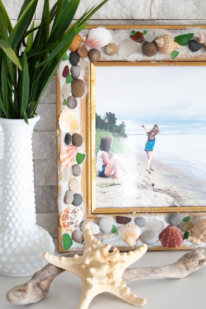 Beachcombers picture frame with EasySculpt epoxy covered with sand, sea shells and pebbles.
