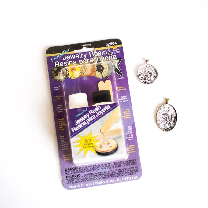 Packaging of EnviroTex jewelry resin.